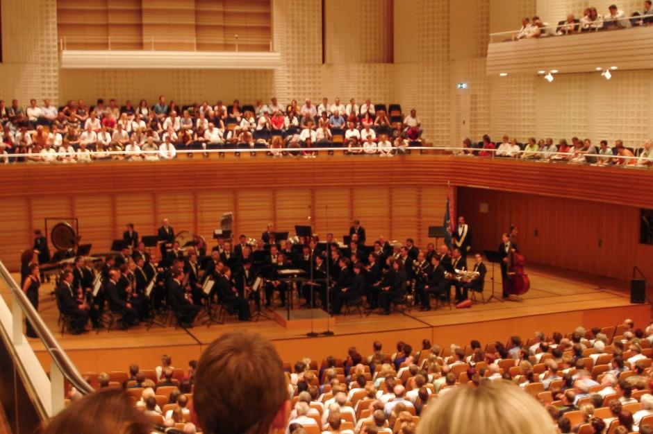 Voller Saal wenn es heisst: Bühne frei für das Blasorchester Feldmusik Neuenkirch.
