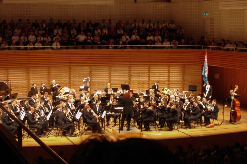 Das Blasorchester Feldmusik Neuenkirch bei ihrem Auftritt im Konzertsaal des KKL Luzern.