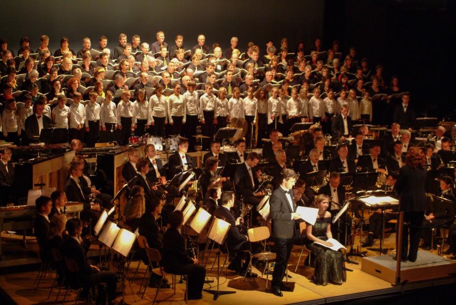 Blasorchester Feldmusik Neuenkirch mit dem Chor