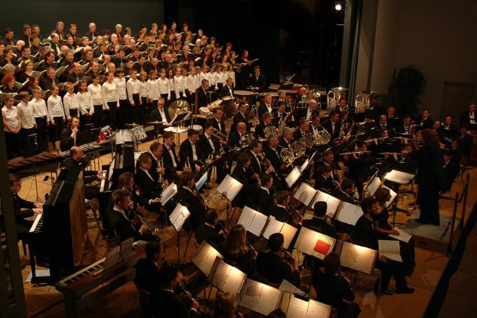 Blasorchester Feldmusik Neuenkirch mit Chor unter der Leitung von Isabelle Ruf-Weber