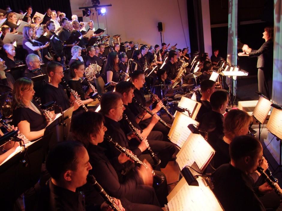 Blasorchester Feldmusik Neuenkirch und Coro Cantarina
