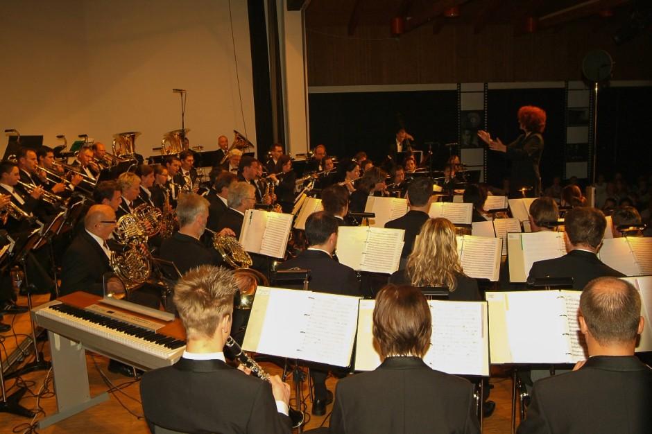 Blasorchester Feldmusik Neuenkirch unter der Leitung von Isabelle Ruf-Weber