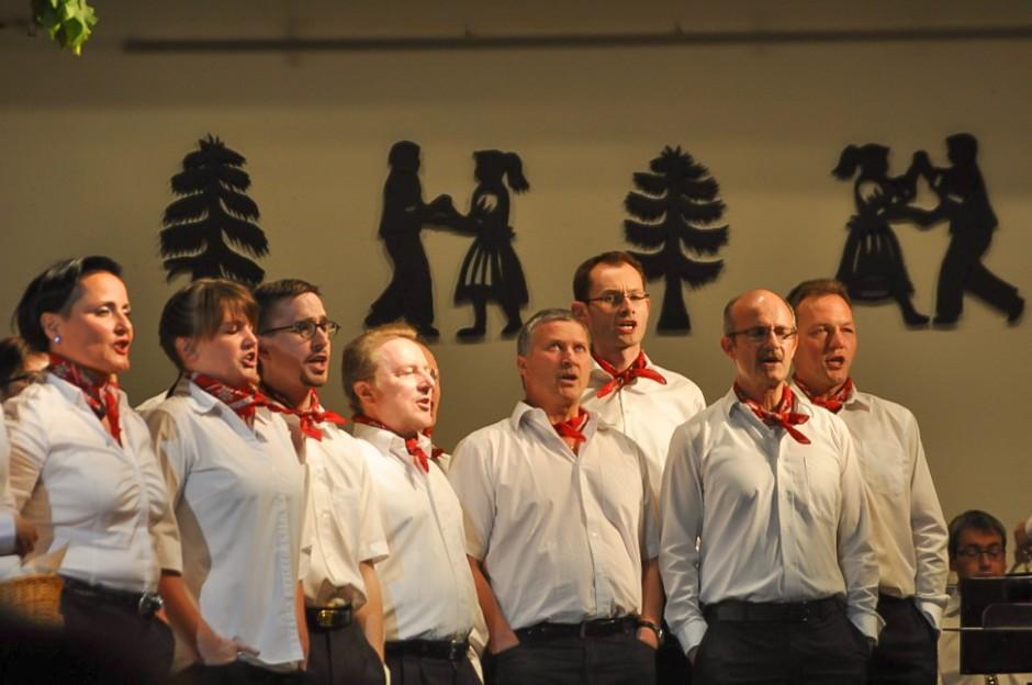 Chor aus den eigenen Reihen (Bild: Eva Burri)