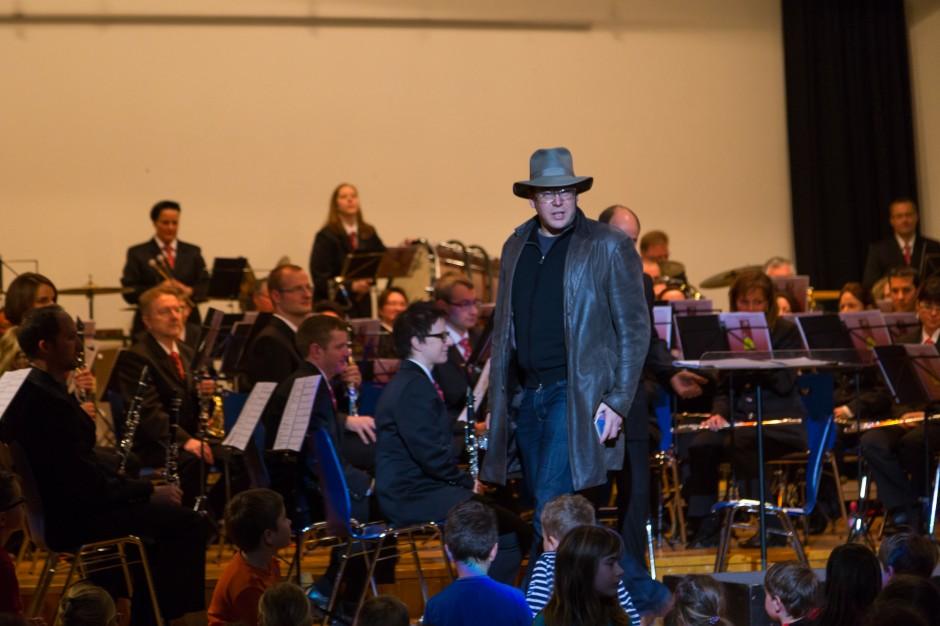 Andri Mischol in der Rolle des Detektiv Allegro