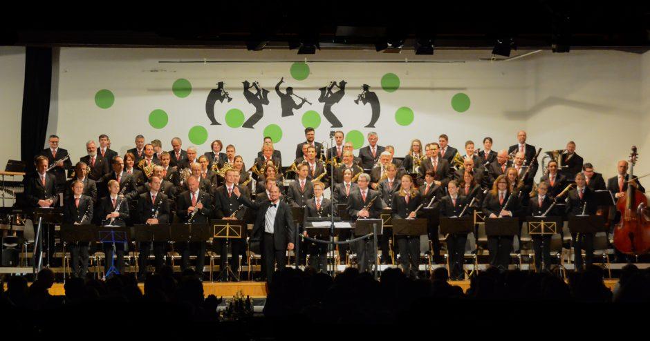 Blasorchester Feldmusik Neuenkirch unter der Leitung von Roger Meier (Foto: Franziska Kaufmann, Sempacher Woche)
