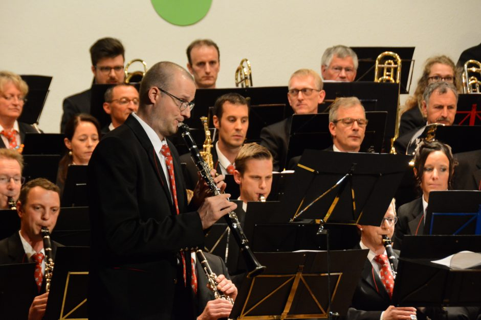 Solist Valentin Huwiler mit dem Blasorchester Feldmusik Neuenkirch unter der Leitung von Roger Meier